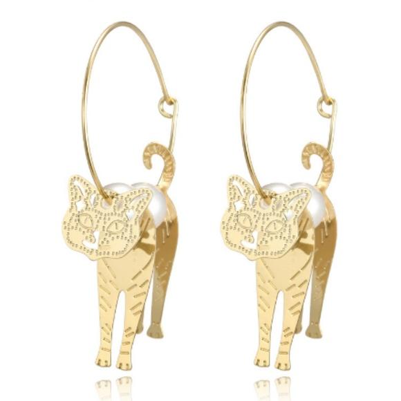 Jewelry - Host pick 🎊🎊 cat pendent hoop earrings
